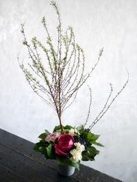 串カツ屋さんの開店のお祝いに。大通西10のビル地下1階に。 - 札幌 花屋 meLL flowers