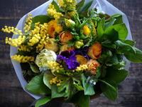 退職される女性へ花束。「黄色~オレンジ系」。 - 札幌 花屋 meLL flowers