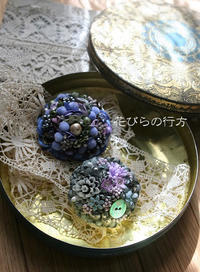 キラキラお花のブローチ~ボタンもビーズも樹脂も使って - 布の花~花びらの行方 Ⅱ