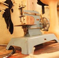 Antique sewing machine - carboots