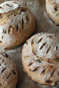 葉っぱクープでクルミブドウパン - Nasukon Pantry