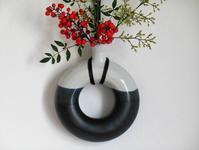 Ring-Shaped Hanging Vase - 陶芸の領域