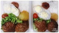 comer en la caja de almuerzo - dia despejado