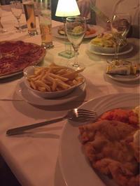 巨大ペパロ二ピザと名物シュニッツェル/スイス - 不味くないネーデルランド