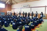 松戸市立六実中学校で対話型鑑賞 - せいとくアートランダム
