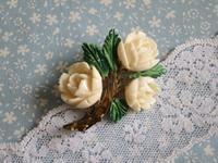 ボーンの手彫りのバラのブローチ -  Der Liebling ~蚤の市フリークの雑貨手帖2冊目~