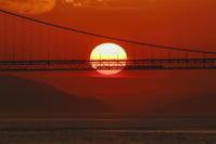 瀬戸の夕日とマリンライナー - さてもさての見て歩き
