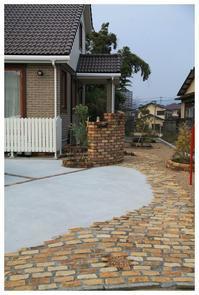 石畳のアプローチがとっても素敵な家・・・福津市にお住いのTさま宅。 - natu     * 素敵なナチュラルガーデンから~*     福岡県で庭の施工、外構造りをしてます