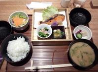 羽田でお昼ご飯 - Air babaお散歩道中