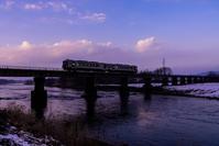 米代川を渡る - photo:mode