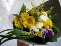 ライブイベントに花束2種。「黄色系」と「紫系」。スペースアートスタジオにお届け。 - 札幌 花屋 meLL flowers