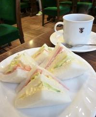 老舗喫茶店サントスでモーニング、神戸元町にて - カステラさん