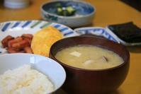 しめじの味噌汁な朝餉 - ぶん屋の抽斗