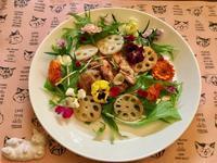 チキンのエディブルフラワープレート - カフェ気分なパン教室  ローズのマリ