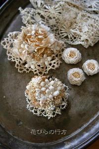 枯れ色・エクリュ色で飾る~ブローチたち - 布の花~花びらの行方 Ⅱ