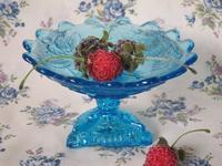 青いウラン・ガラスの果物柄ボンボン・ディッシュ -  Der Liebling ~蚤の市フリークの雑貨手帖2冊目~