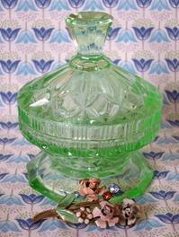 ウラン・ガラスのデコラティブなトリンケット・ボックス -  Der Liebling ~蚤の市フリークの雑貨手帖2冊目~