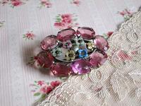 オープン・バックのピンクのラインストーンのブローチ -  Der Liebling ~蚤の市フリークの雑貨手帖2冊目~