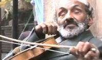 盲目・両足切断のロマ人バイオリニストが弾く「チャルダッシュ」 - 一歩一歩!振り返れば、人生はらせん階段