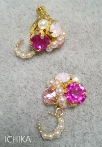 スワロフスキーのイヤリング ~ピンク~ - 一華  ichika  ~華やぐアクセサリー~
