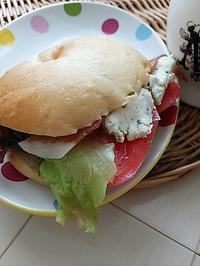 ベーグルサンドの朝ごパン - 料理研究家ブログ行長万里  日本全国 美味しい話