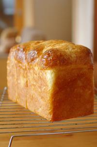 卵入り、油脂なしで、ホテルブレッド風食パン - キシノウエンの 今日のてしごと