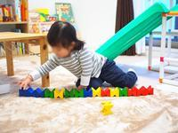 《2歳3ヶ月》ネフスピールを並べるのが好き & 娘の英単語 - ゆりぽんフォト記