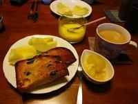 レーズンパンで朝食 - ごまめのつぶやき