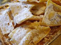 カルネヴァーレのお菓子フラッペ (Frappe) - エミリアからの便り