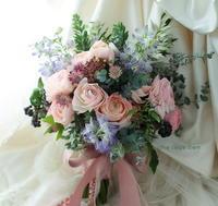 クラッチブーケ ホテル椿山荘東京さまへ、とイチエッタ - 一会 ウエディングの花