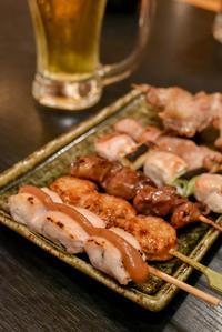 【サントリーグルメガイド公式】新橋「一番どり 新橋東口店」一本ずつ丁寧に焼き上げた串焼き&鶏料理 - IkukoDays
