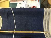 一見デニムだがプリント柄で持ち手にも使える柄も一緒にプリントしてある布 - おさや糸店