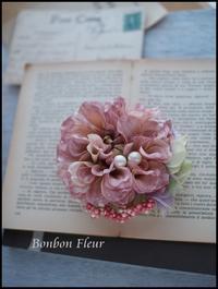 セミオーダー 卒園式用コサージュ ダリア - Bonbon Fleur ~ Jours heureux  コサージュ&和装髪飾りボンボン・フルール