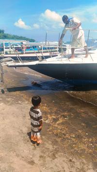 船着き場の男の子 - ママハナのロンボク日記 Dua