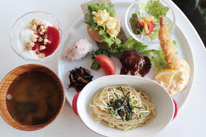 今月のスペシャルプレートランチ♪(2/23~3/22) - 食堂カフェ cocon