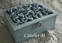 生徒さんの作品(スモッキングのシャルニエの箱、タッセル) - L'atelier M~Singapore