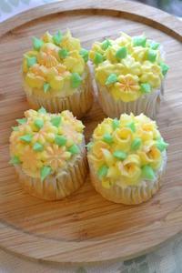 黄色いお花のカップケーキ - 調布の小さな手作りお菓子・パン教室 アトリエタルトタタン