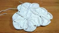 試行錯誤のモチーフ繋ぎ  その2 - 空色テーブル  編み物レッスン&編み物カフェ