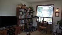 家族用リビング:本棚の整理 - コテージ便り
