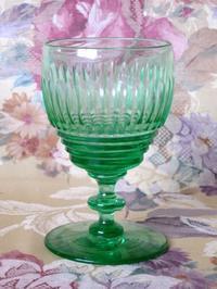 ウラン・ガラスのヴィクトリア時代のワイン・グラス -  Der Liebling ~蚤の市フリークの雑貨手帖2冊目~