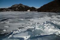 榛名湖の氷 - 田舎の自然