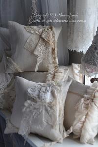 アンティークレースのミニクッションのセット♡ &寝室のカーテン - フレンチシックな家作り。Le petit chateau