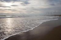 冬の終わりの風車の海岸 日川浜海岸 - Full of LIFE