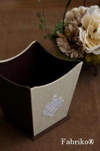 垂直でない箱をグルリと貼ったら - Fabrikoのカルトナージュ ~神戸のアトリエ~