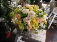 女性オーナーのお店にお届けするお祝いのフラワーアレンジメント - ルーシュの花仕事
