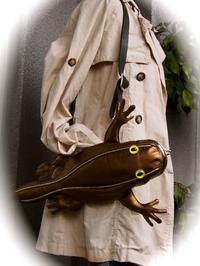 本革手縫い 爬虫類なショルダーバッグ - 布と木と革FHMO-DESIGNS(えふえっちえむおーでざいんず)Favorite Hand Made Original Designs