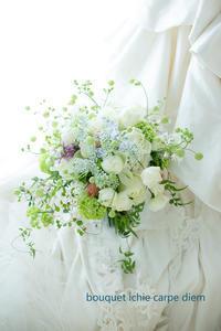 クラッチブーケ ヨコハマグランドインターコンチネンタル様へ ジュリアと紫をさし色に - 一会 ウエディングの花