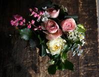 お父様の御命日に。澄川5-6にお届け。「春らしく、明るい色合いで」。 - 札幌 花屋 meLL flowers