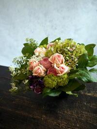 ご自宅での法要に。宮の森1条にお届け。「バラも使って可。淡いピンク系。背は低め」。 - 札幌 花屋 meLL flowers