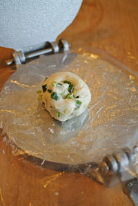 葱抓餅(ツォンジュアビン)を作る。 - グルグルつばめ食堂
